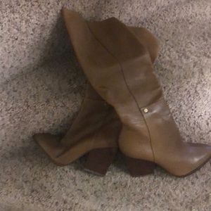 Brown leather boot with gold zipper